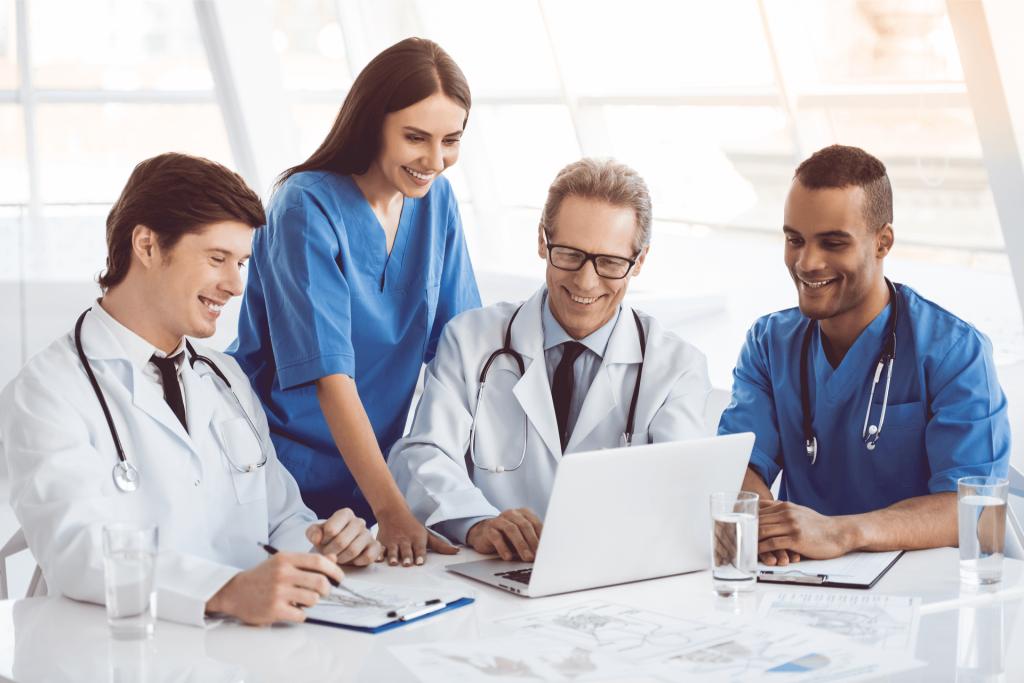 Ärzte und Pflegekräfte informieren sich über Personaldienstleister auf provenservice